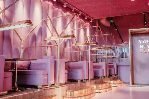 Het interieur van m'n dromen: roze en goud. En o ja, bij MaMa Kelly in Amsterdam kun je ook nog eten