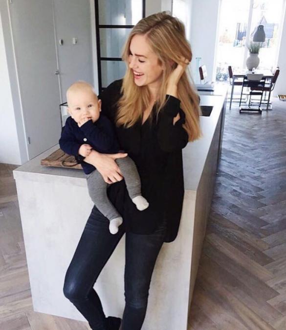 Kun je als kersverse mama nog steeds shine pakken in een Hunkemöller campagne? Nadine knows best!